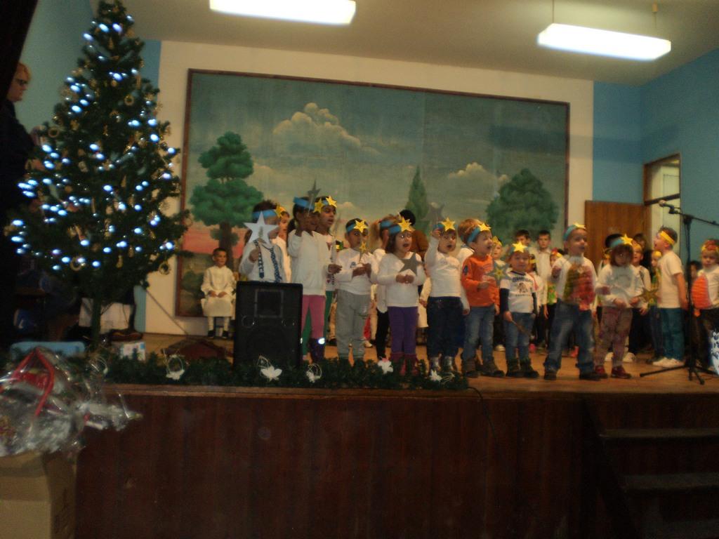 Božićna priredba uz podjelu poklona u suradnji sa školom