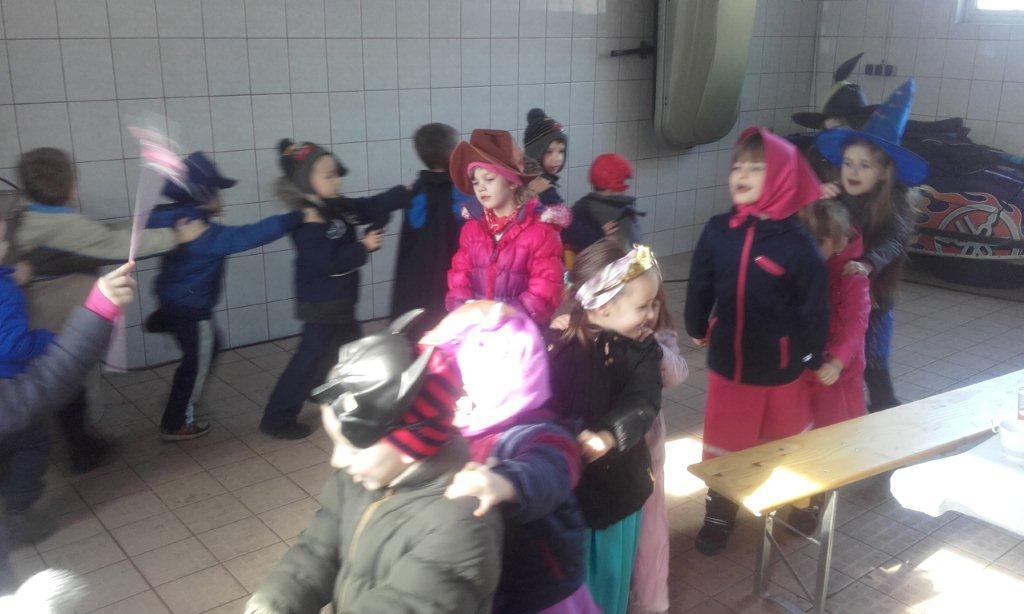 Maskenbal po selu