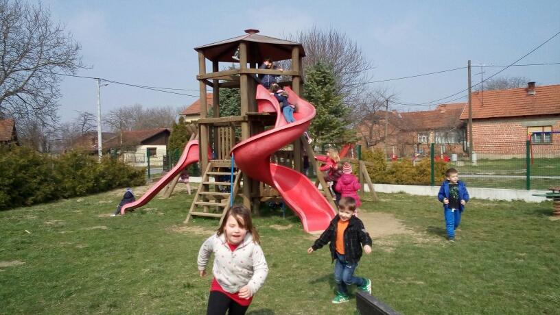 Proljetne radosti na dječjem igralištu