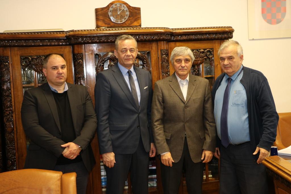 """Potpisan ugovor o javnoj nabavi radova na dogradnji PŠ """"Frana Galovića"""" Peteranec"""