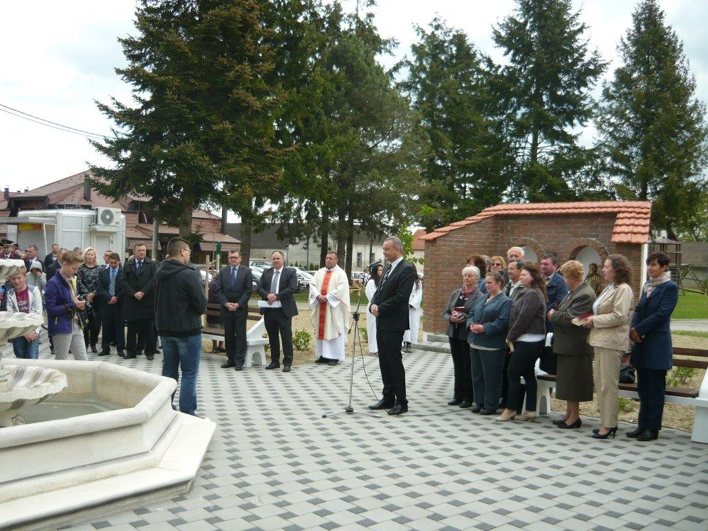 Otvaranje novouređenog prostora ispred Vatrogasnog doma te blagoslov kipova