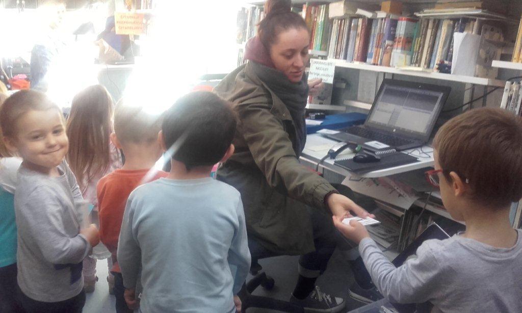Novoupisana djeca posjetila bibliobus
