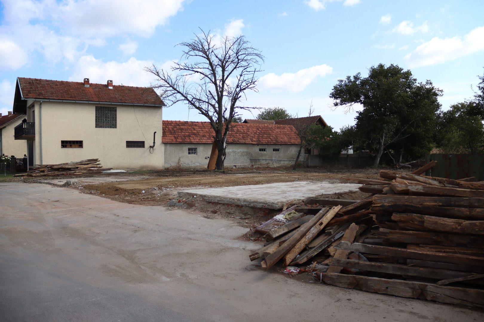 U Sigecu napokon srušena derutna zgrada trgovine i kafića